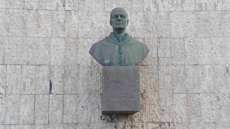 En la imagen, busto de Blas Pérez, ministro de la Gobernación con Franco. Foto: LUZ RODRÍGUEZ.