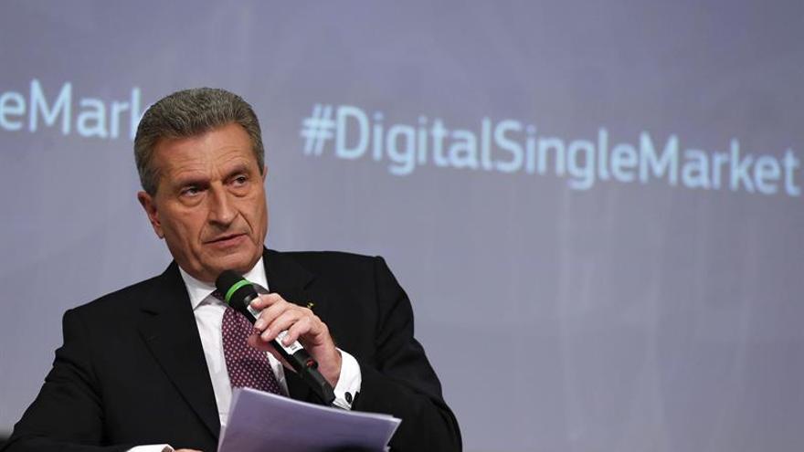 El eurocomisario Oettinger propugna sanciones para España y Portugal por el déficit