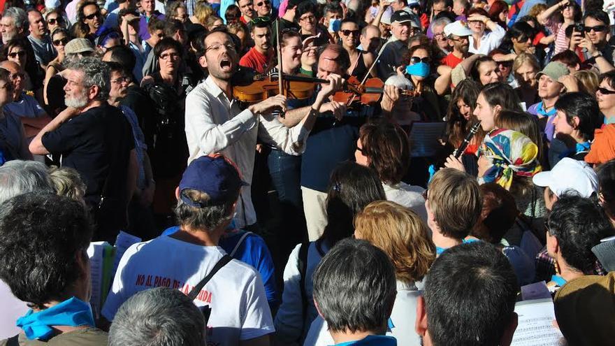 Músicos amenizando la marcha por el cuarto aniversario del 15M. / Mercedes Domenech