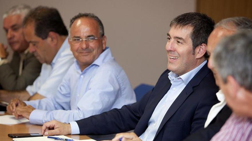 El candidato de Coalición Canaria a la presidencia del Gobierno de Canarias, Fernando Clavijo, durante la reunión del comité permanente de la formación nacionalista. (EFE/Ramón de la Rocha).