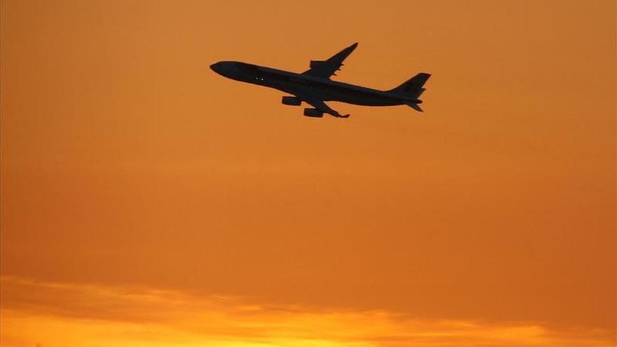 """Desvían un avión en EE.UU. por """"comportamiento sospechoso"""" de varios pasajeros"""