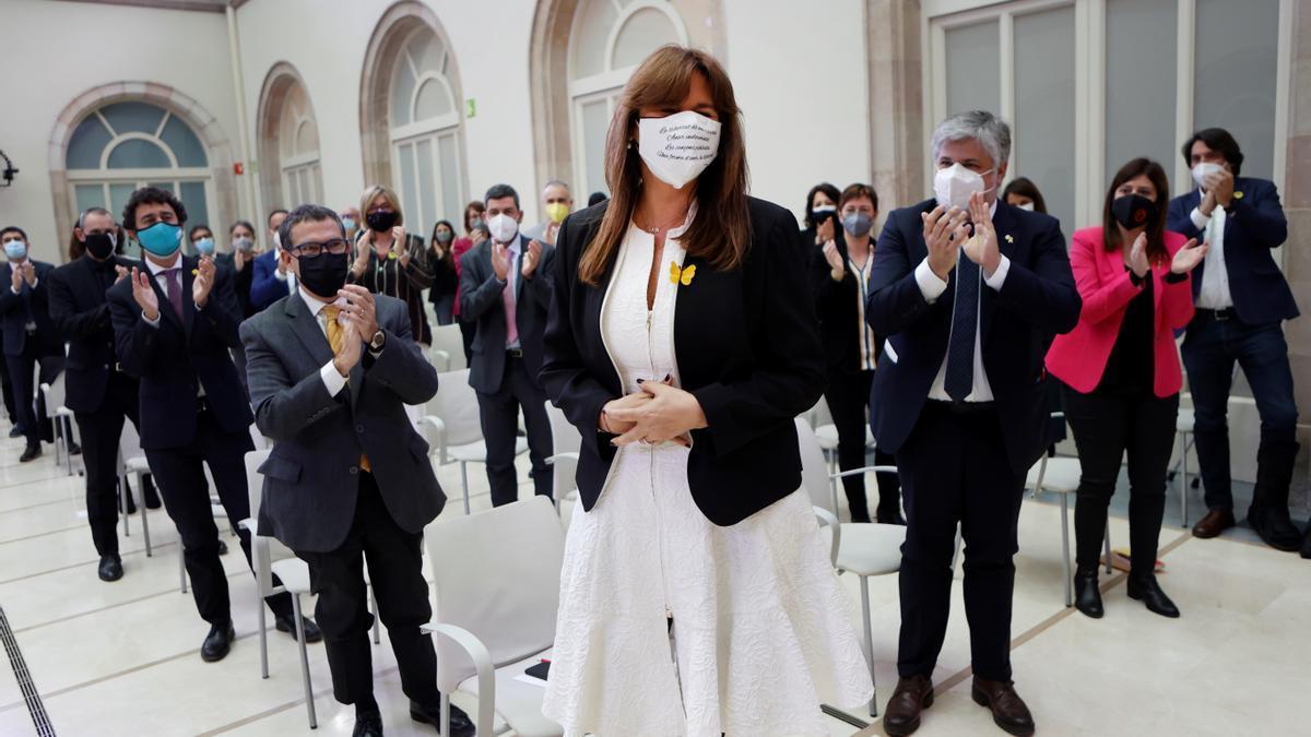 Laura Borràs, aplaudida por sus compañeros tras ser elegida presidenta del Parlament