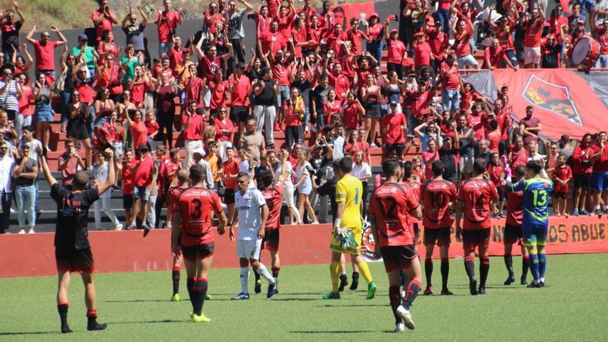 El CD Mensajero recibió el apoyo de la afición. Foto: JOSÉ AYUT.