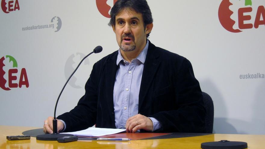 """EA advierte a Ortuzar de que no aceptará lecciones de """"quien dejó abandonado al lehendakari Ibarretxe"""""""