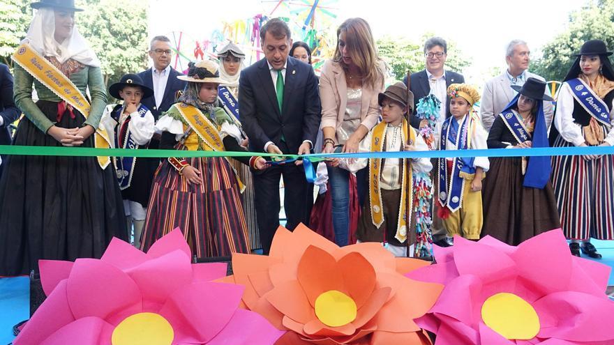 José Manuel Bermúdez, alcalde de la ciudad, en la inauguración de la muestra de flores y plantas