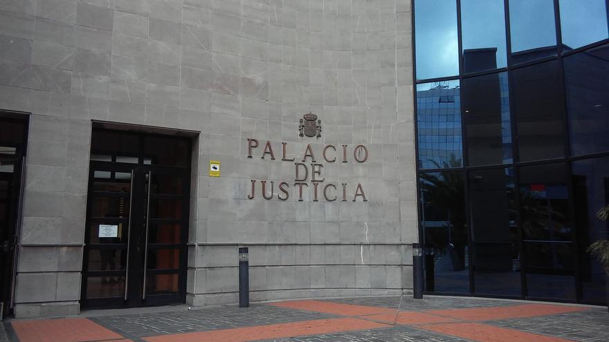 El mundo jurídico se concentra en Tenerife en apoyo a la juez agredida en Segovia