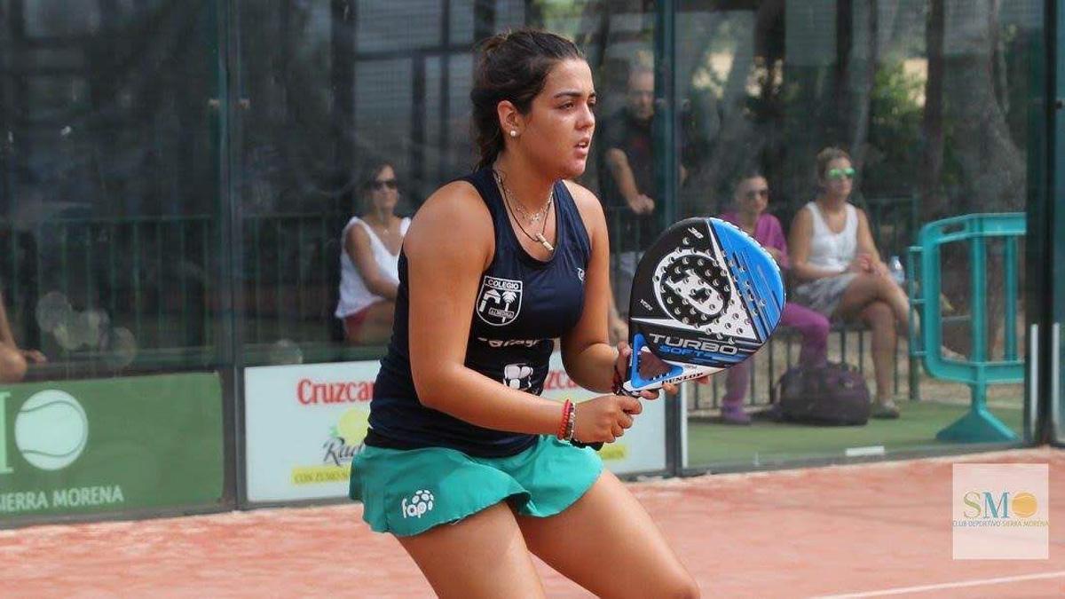 Una jugadora del Sierra Morena en plena acción