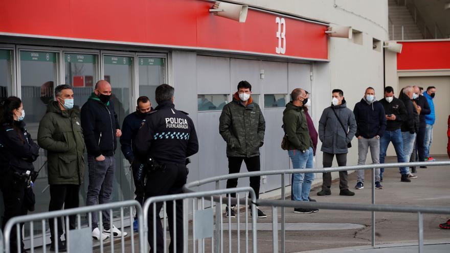 Arranca la vacunación en el Wanda Metropolitano a policías, bomberos y Protección Civil