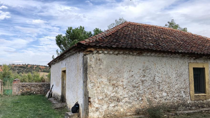 La España rural está llena de casas vacías por culpa de la nostalgia urbanita.
