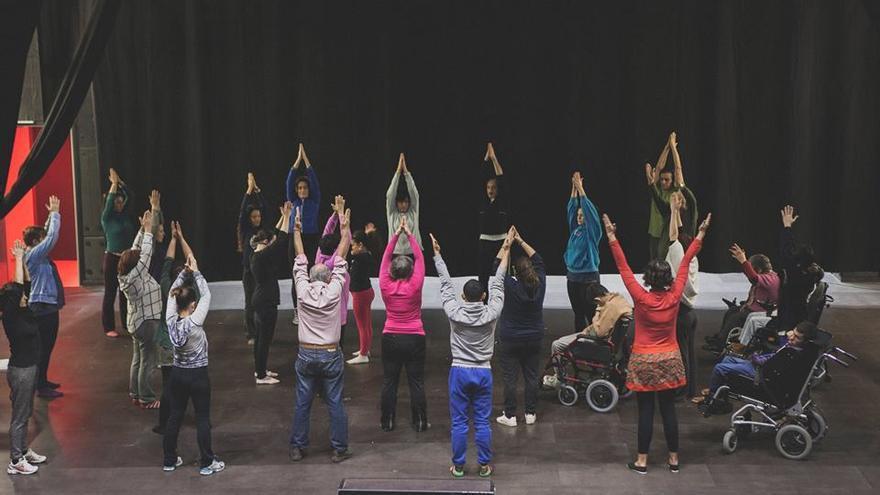 Imagen de uno de los talleres del proyecto 'Poblats en dansa'