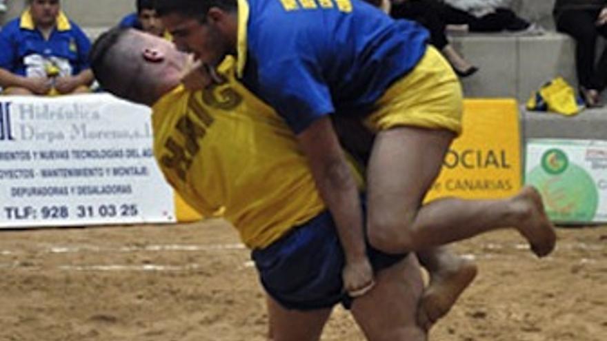 Imagen de la luchada entre Unión Galdar y Maninidra. (luchagrancanaria.com)