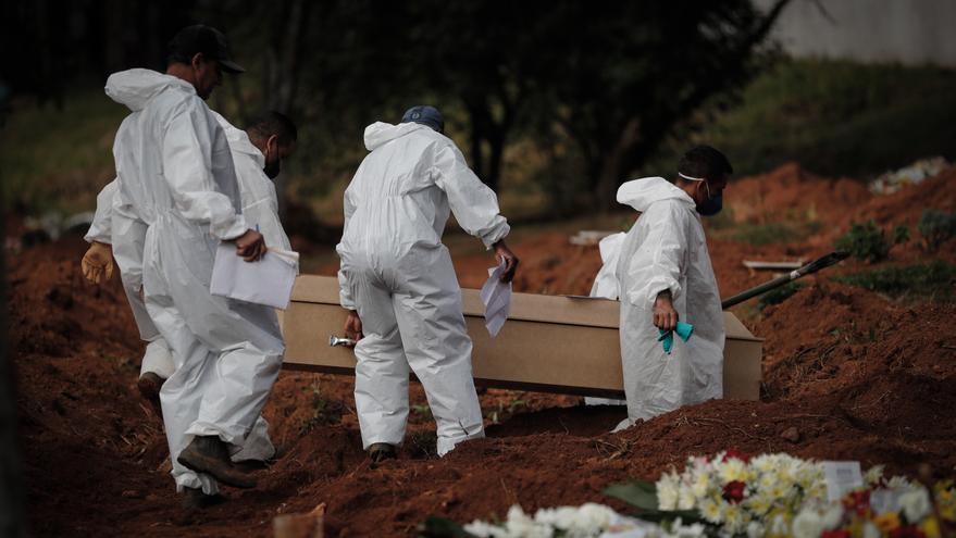 Brasil suma 2.723 nuevas muertes por covid y el total roza las 480.000