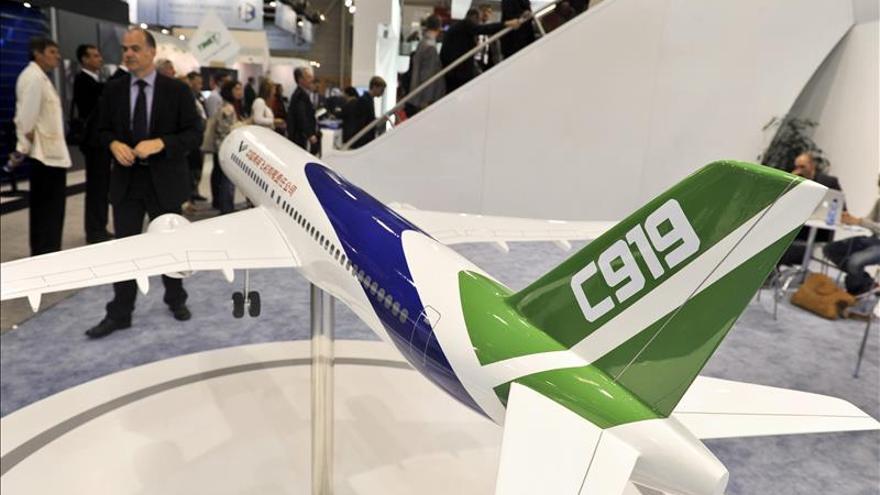 China presenta su primer avión de pasajeros grande, que volará en 2016