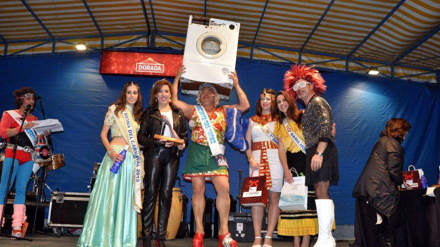 La alcaldesa, la reina del carnaval y sus damas de honor entregaron los premios en las distintas categorías.