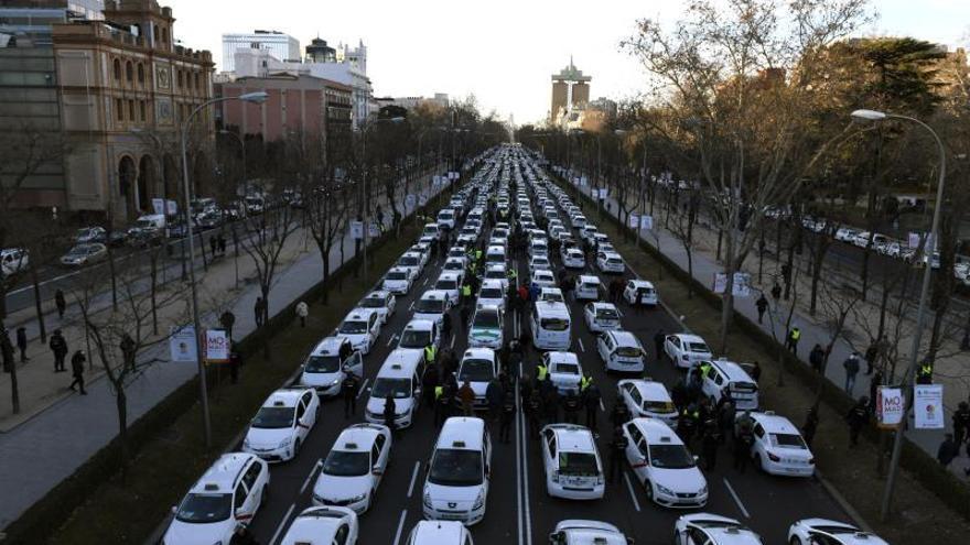 Los taxistas inician mañana su tercera semana de huelga esperando negociar
