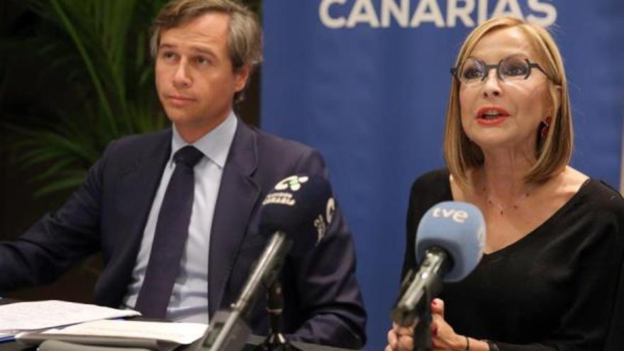 La presidenta del PP de Canarias, Australia Navarro, y el vicesecretario nacional de Política Territorial, Antonio González Terol. (EFE/ Cristóbal García)