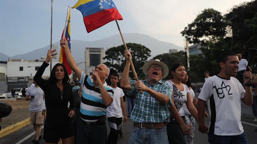 Rusia dice que los militares venezolanos siguen del lado de Maduro
