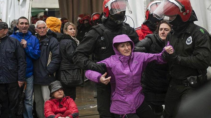 """Urkullu pide a la Izquierda Abertzale que no tensione """"inútilmente"""" a la sociedad"""