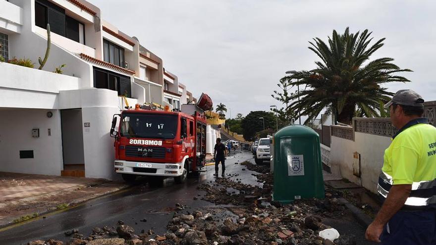 El suceso en Radazul movilizó a operarios municipales, bomberos y otros efectivos de emergencias para reconducir la situación a la normalidad