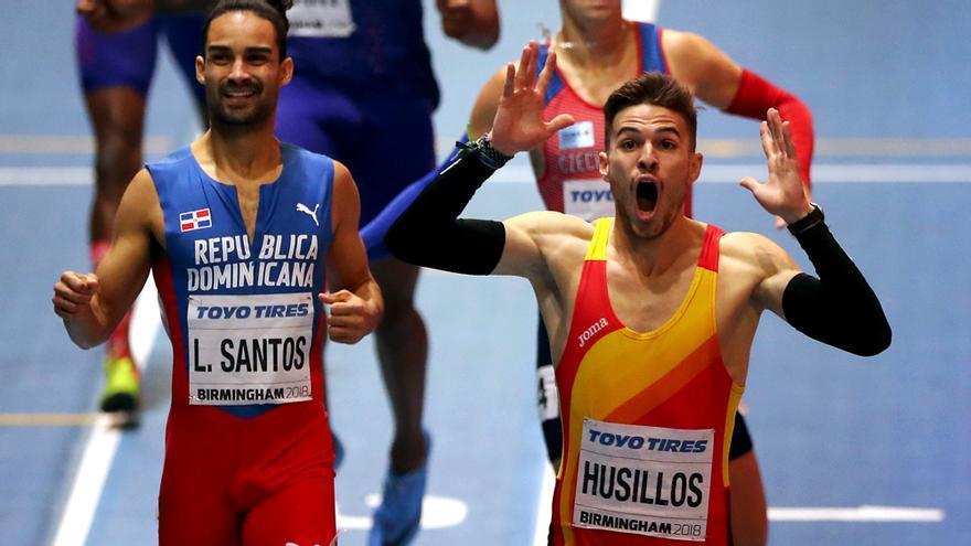 Óscar Husillos en la carrera de 400m cubiertos