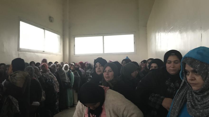 Habitación en el interior del Centro de Formación Agrícola de Sidi Allal Tazi (Kenitra) para resguardarse de la lluvia mientras esperan a que llegue la Asociación empresarial Freshuelva para hacerles las entrevistas.