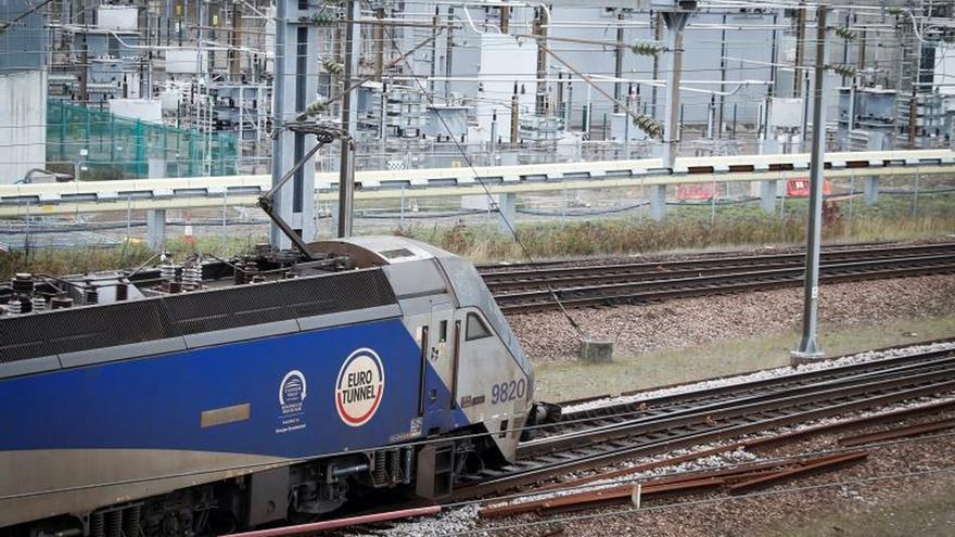 Cabecera de tren transbordador en las instalaciones del Eurotúnel.