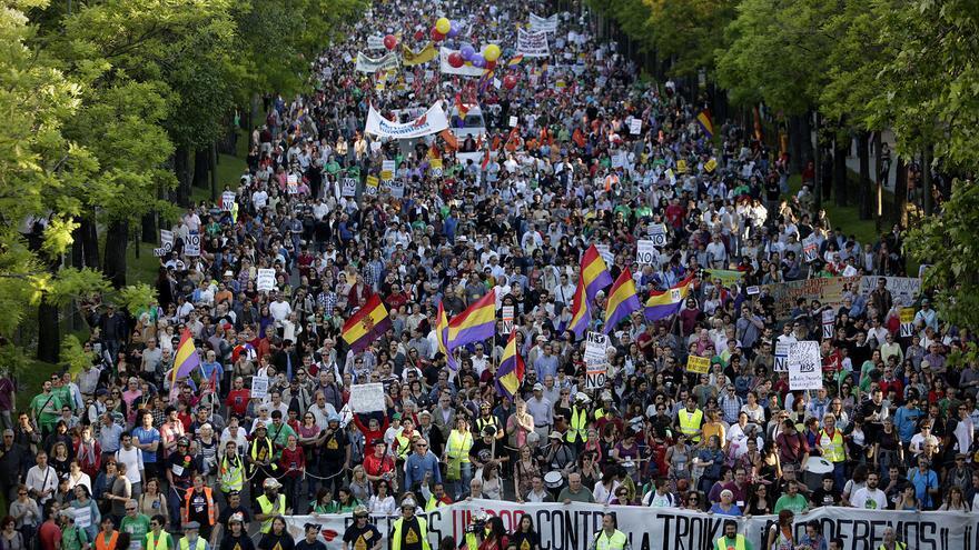 Miles de personas han recorrido los paseos del Prado y Recoletos de Madrid / Olmo Calvo