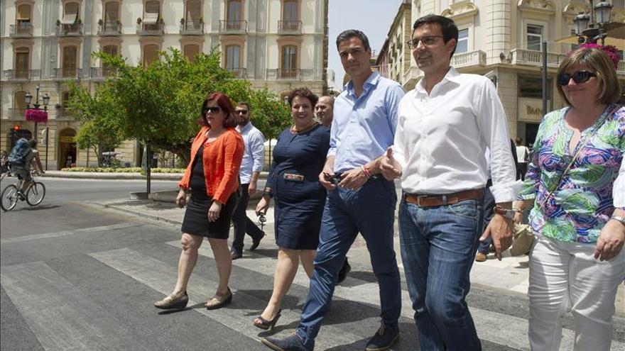 """Sánchez pide a C's y a Podemos que dejen el """"seguidismo"""" al PP en Andalucía"""