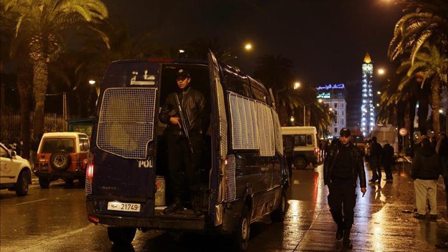 Tunez eleva a 13 la víctimas del atentado en la capital