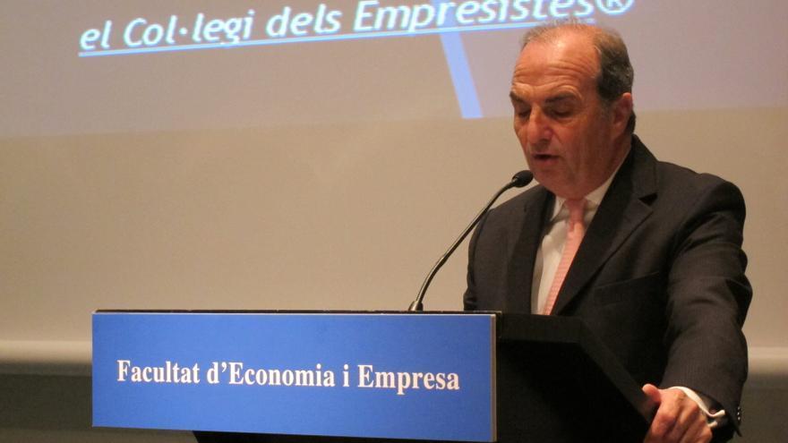 """Fomento del Trabajo ve """"razonable"""" que Cataluña acuda al Fondo y reclama cumplir con el déficit"""