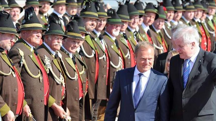 """Tusk pide al G7 mantenerse """"unido"""" y """"reconfirmar"""" las sanciones a Rusia"""