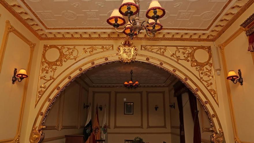 Salón de plenos del antiguo Ayuntamiento de San Lorenzo. (ALEJANDRO RAMOS)