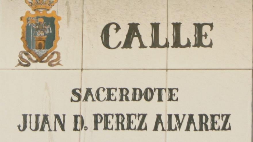 Rótulo de la calle Juan Pérez Álvarez.