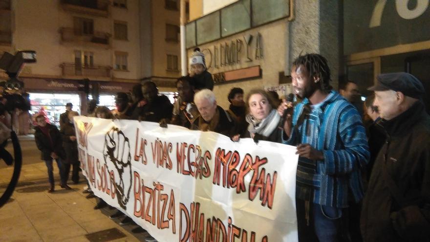 """SOS Racismo critica que la muerte de un senegalés en comisaría demuestra """"que no todas las vidas importan lo mismo"""""""