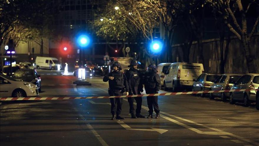 """Cerebro de los ataques de París murió en operación policial, según el """"Post"""""""