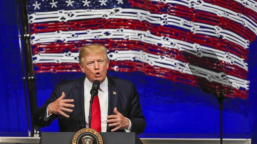 Trump avisa a los demócratas que Obamacare necesita fondos para sobrevivir