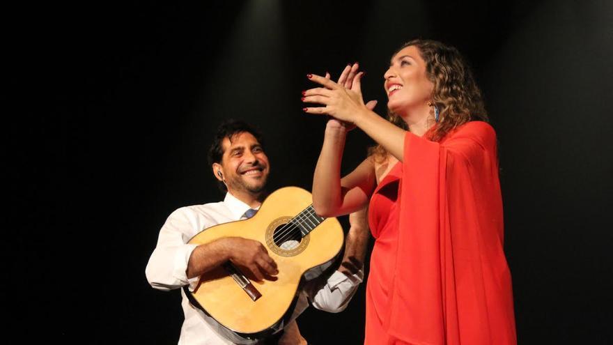 Estrella Morente y El Niño Josele durante la actuación, este sábado, en el Teatro Circo de Marte. Foto: JOSE AYUT.