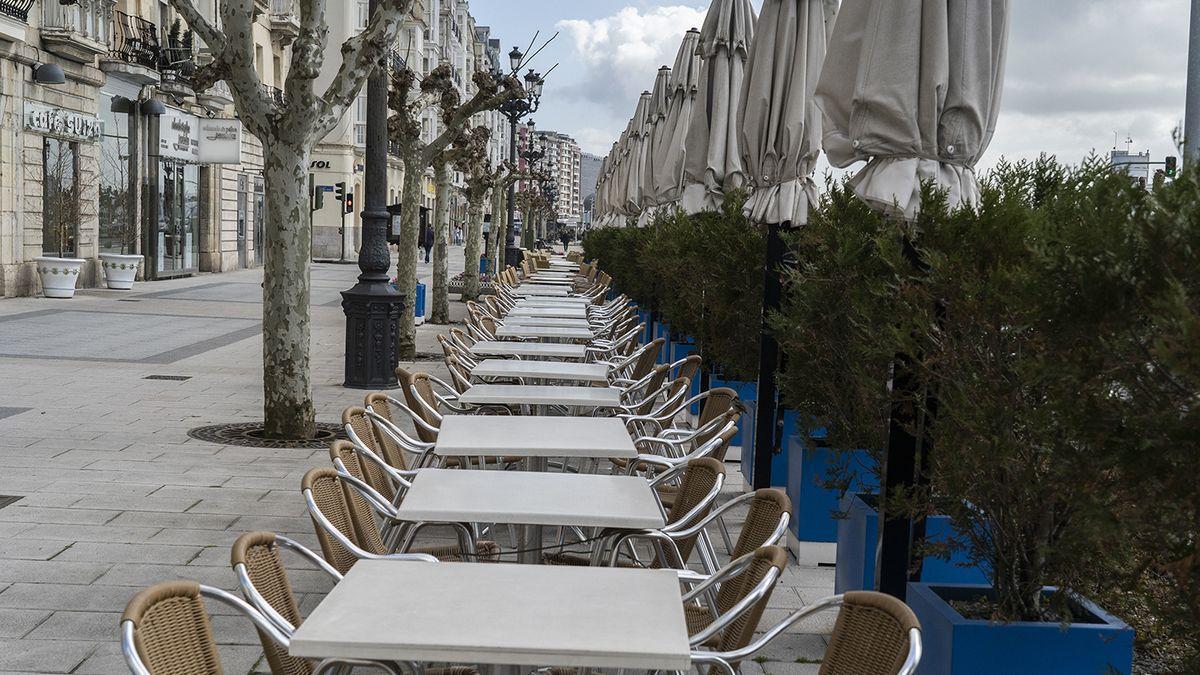Terrazas de los bares en Santander durante el confinamiento.