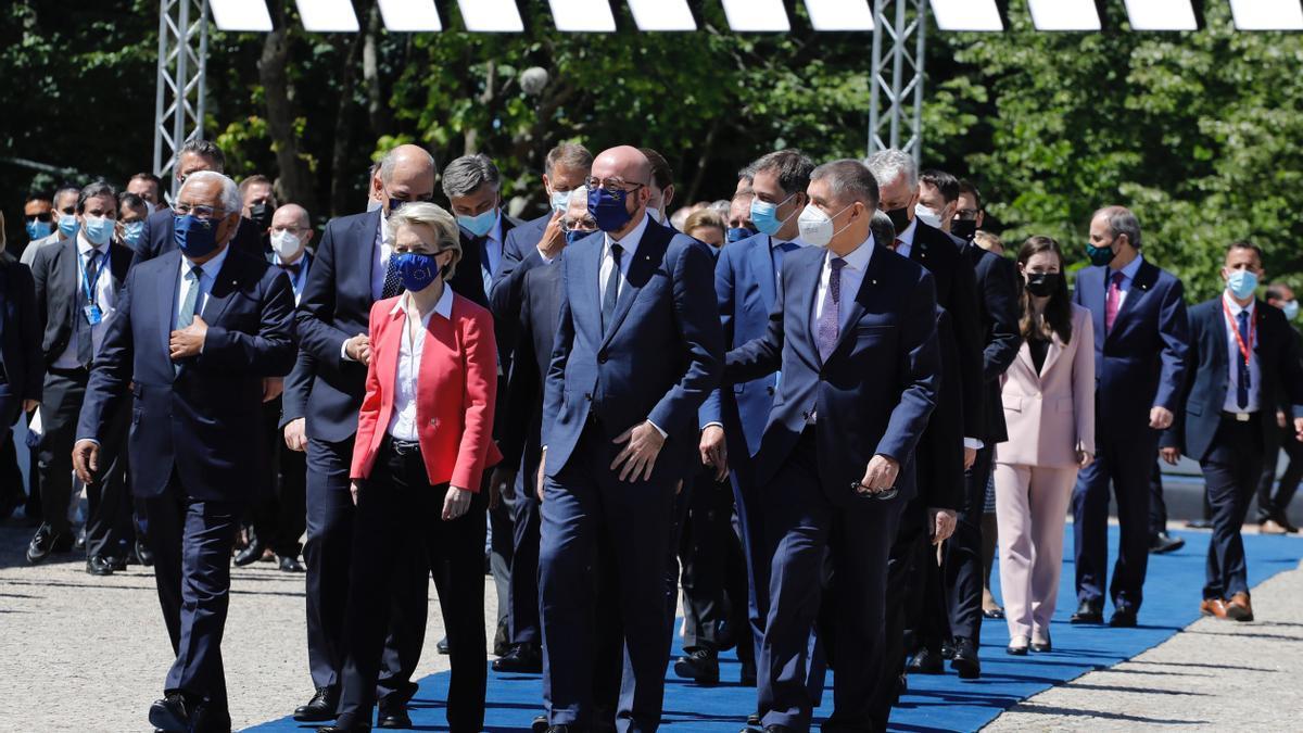 Los jefes de Estado y de Gobierno en la cumbre de Oporto, el 8 de mayo de 2021.