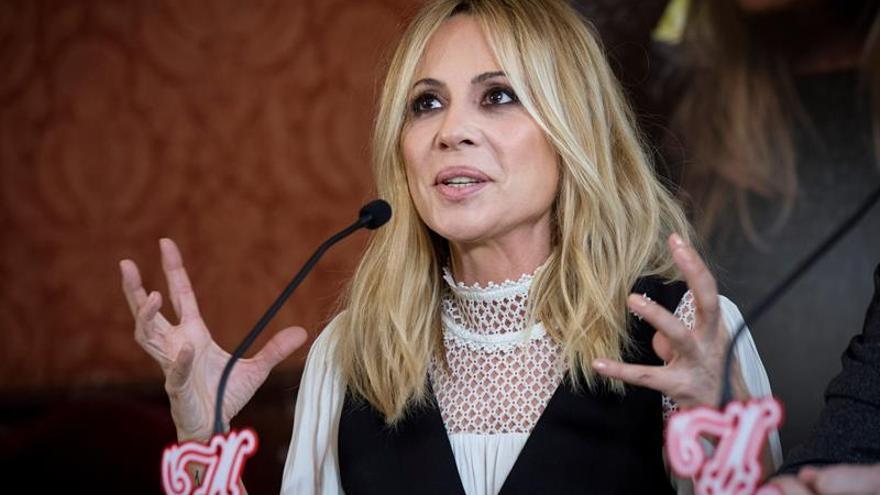 Marta Sánchez sorprende al público con una versión personal del himno de España