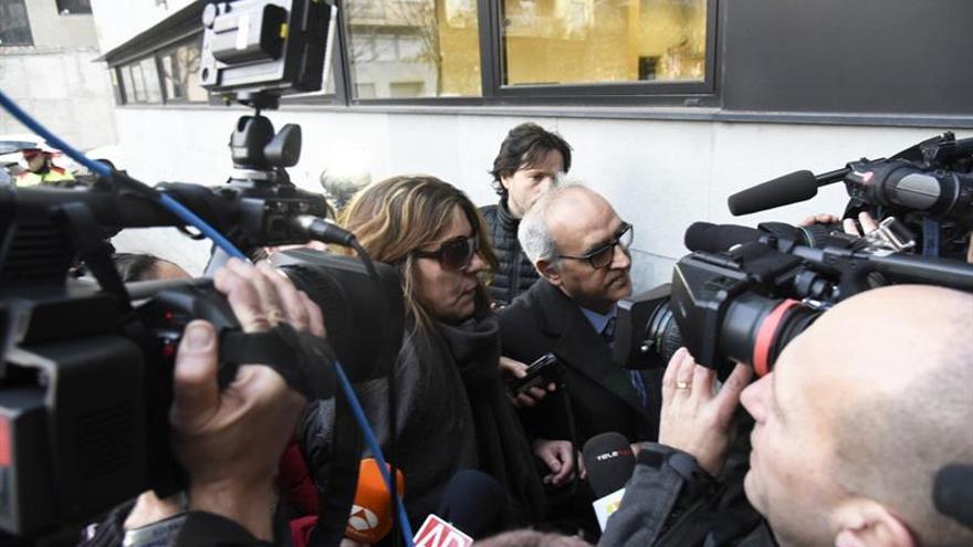 Los padres de Nadia llegan al juzgado en medio de una gran expectación