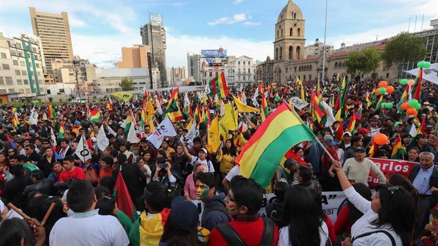 La oposición boliviana marcha contra el deseo de reelección de Evo Morales