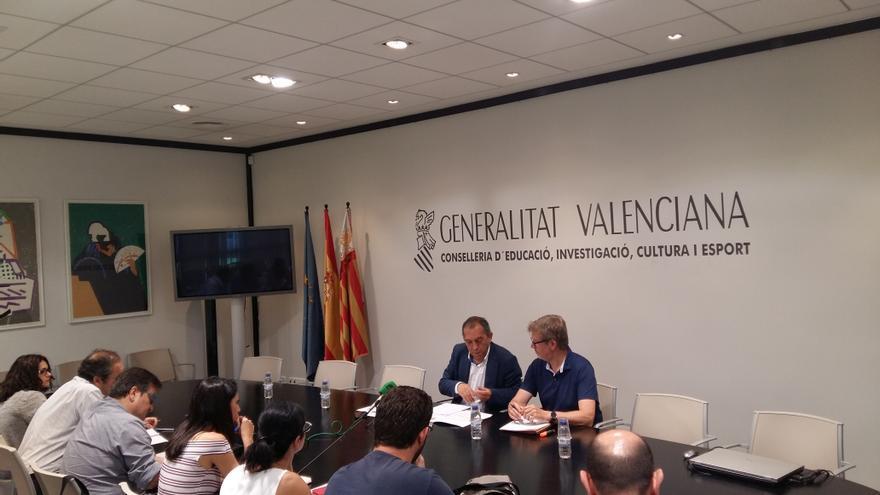 El secretario autonómico Miquel Soler (i) en rueda de prensa