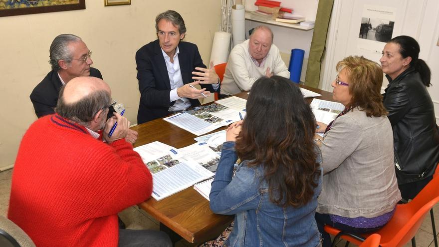 De la Serna (PP) se compromete con los vecinos de Santander a fomentar la participación y mejorar los barrios