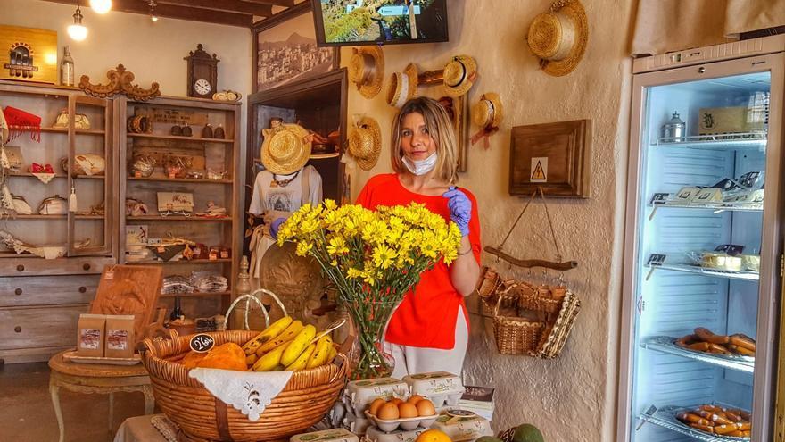 La empresaria Nieves Castelló en su tienda de Santa Cruz de La Palma.