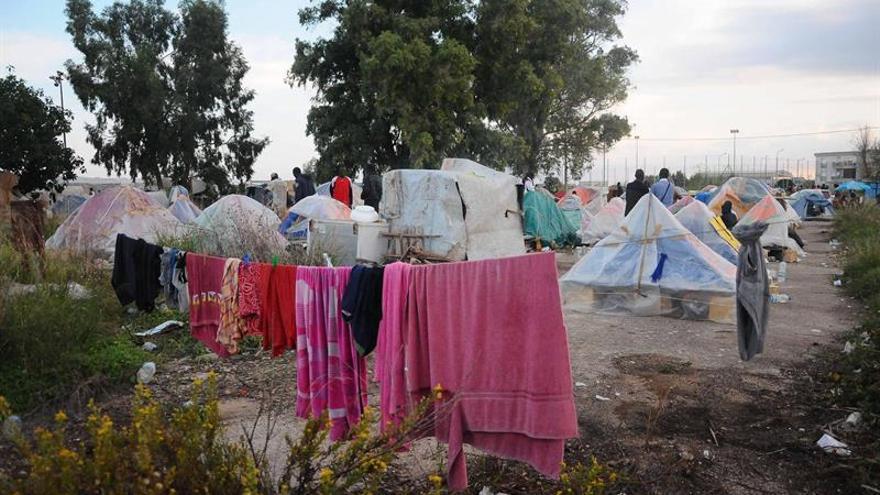 Salvados 2.200 inmigrantes y recuperados 10 cadáveres en el Mediterráneo