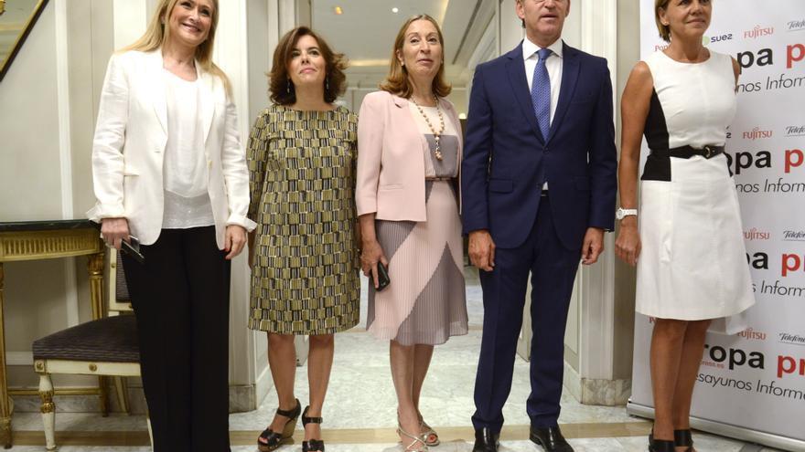 Cristina Cifuentes, Soraya Sáenz de Santamaría, Ana Pastor, Alberto Núñez Feijóo y María Dolores de Cospedal.