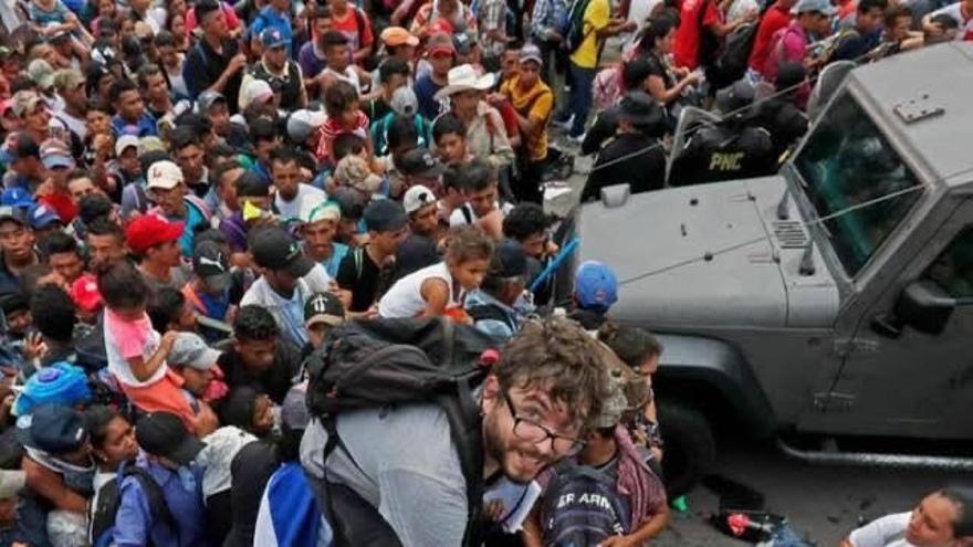 El periodista Alberto Pradilla durante su participación en la caravana migrante