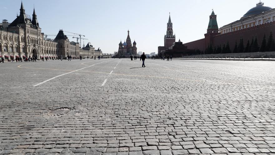Vista de la Plaza Roja de Moscú (Rusia). El gobierno ha pedido a sus ciudadanos que eviten las aglomeraciones y los lugares públicos