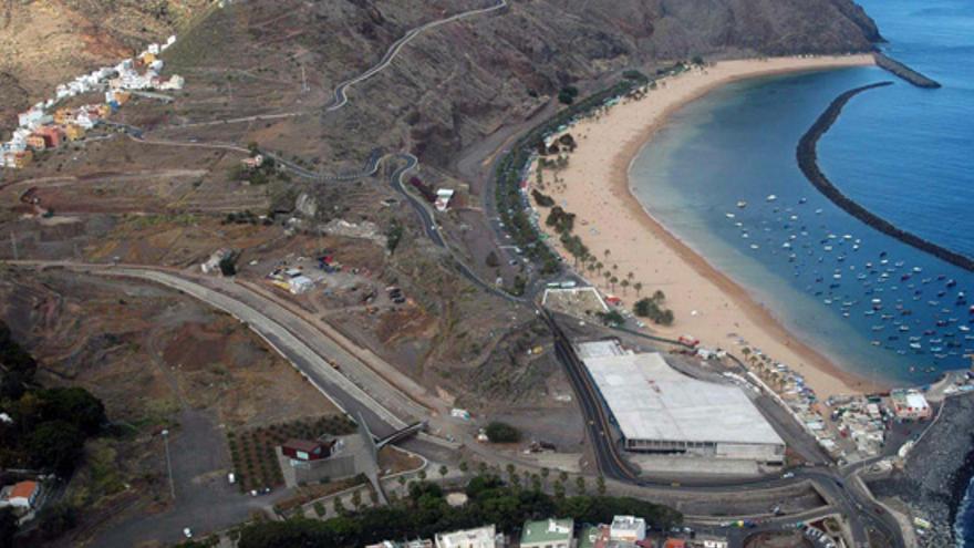 Imagen aérea de la zona del barranco de Las Huertas y la playa de Las Teresitas.